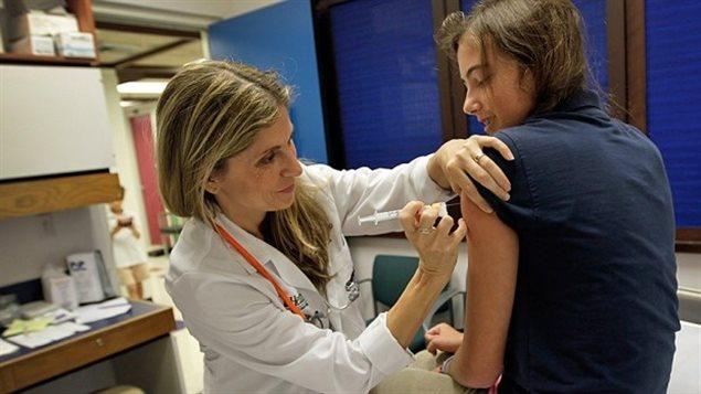 Le Québec est devenu en 2016 la quatrième province où le vaccin contre le VPH est offert aux garçons après l'Alberta, l'Île-du-Prince-Édouard et la Nouvelle-Écosse.