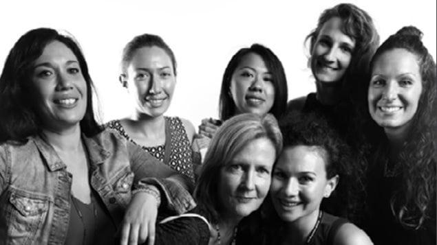 Sept femmes de diverses origines posent pour une photo accompagnant le rapport