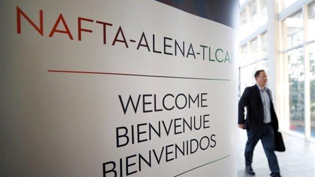 Une enseigne sur le site du troisième cycle de discussions de l'ALENA impliquant les États-Unis, le Mexique et le Canada, à Ottawa, en Ontario, au Canada, le 23 septembre 2017. (Chris Wattie / Reuters)