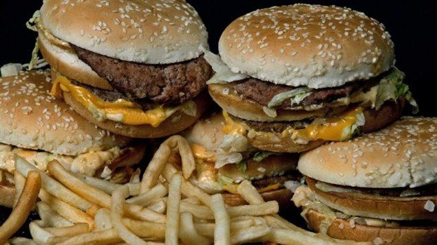 Une quantité modérée de tous les types de gras pourrait mieux contrer les risques de décès prématurés que le «régime faible en gras».