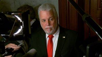Le premier ministre du Québec, Philippe Couillard, répond aux questions des médias relativement à la Commission sur le racisme et la discrimination systémique Photo : Radio-Canada