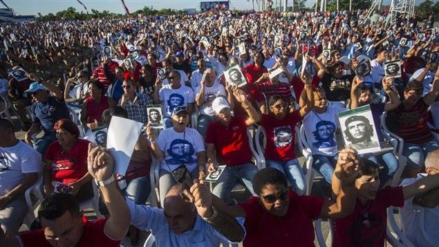 Los cubanos rindieron homenaje al Ché en el quincuagésimo aniversario de su ejecución en Bolivia.
