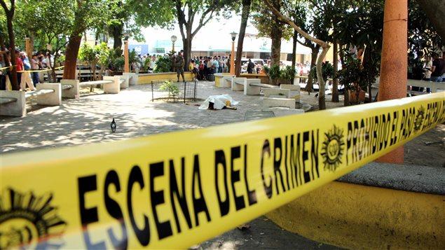 El cuerpo del periodista guatemalteco Federico Benjamin Salazar Geronimo, yace en el lugar donde fue asesinado.