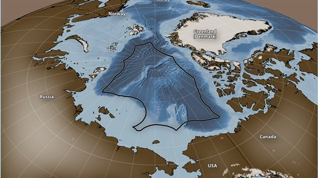 The black line indicates the extent of the 200 nautical mile exclusive economic zone (EEZ) boundary of Arctic nations. These vast areas in the central Arctic Ocean are currently « unregulated » as far as a potential commercial fishery is concerned.