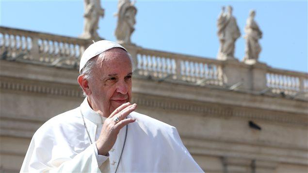 Estiman en más de $10 mil millones visita del Papa a Chile