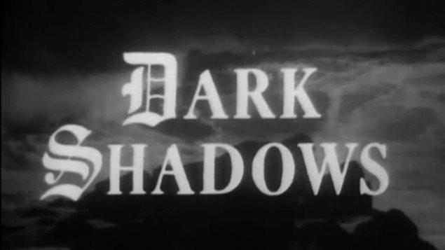 Imagen de la apertura del programa de televisión *Dark Shadows*.