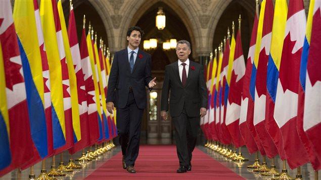 Justin Trudeau y Juan Manuel Santos en el Parlamento canadiense.