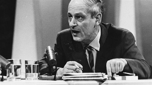 René Lévesque est décédé le 1er novembre 1987, deux ans après avoir quitté la vie politique. Premier ministre du Québec de 1976 à 1985, il a profondément marqué l'histoire du Québec. Le politicien René Lévesque en 1969.