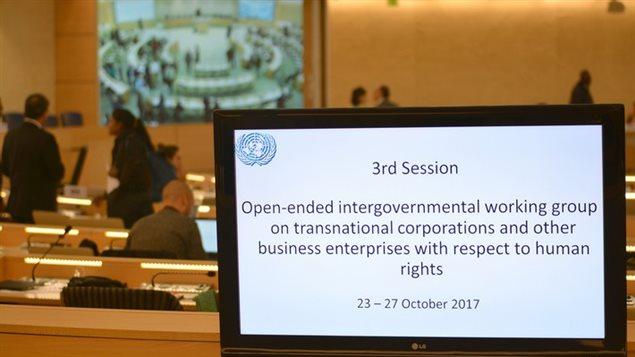 Image prise dans la salle XX du Palais des Nations lors de la 3e session du Groupe de travail intergouvernemental à composition non limitée sur les sociétés transnationales et autres entreprises commerciales en matière de droits de l'homme de l'ONU