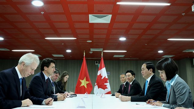 Le Premier ministre Justin Trudeau rencontre au sommet de l'APEC de Lima au Pérou le président Tr?n Ð?i Quang du Vietnam le 19 novembre 2016.GC
