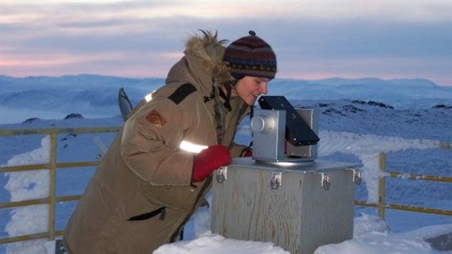 科研人员在加拿大北极环境和大气研究所工作