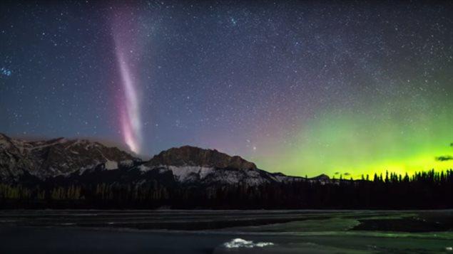 北极光夜景美轮美奂