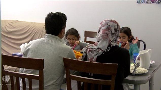 这家伊拉克难民进入加拿大后2个月拿到难民身份