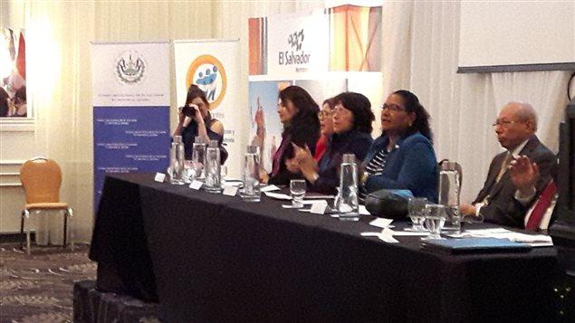 Liduvina Magarín, viceministra salvadoreña responsable de salvadoreños en el exterior se reunió con la comunidad salvadoreña en Montreal.