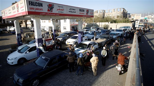 Cars crowd at a gas station amid fuel supply shortage in Sanaa, Yemen November 10, 2017.