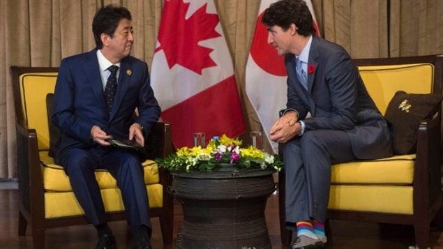 特鲁多在APEC峰会期间会晤日本首相安倍晋三