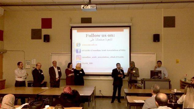 """لقطة من لقاء التعارف بين الكنديين العرب الذي نظمته """"الجمعية الكندية العربية في مانيتوبا"""" مساء السبت 18 تشرين الثاني (نوفمبر) الجاري في جامعة سان بونيفاس في وينيبيغ."""
