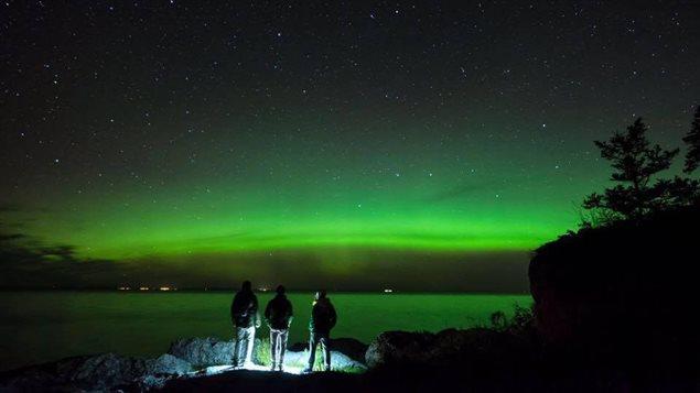 Aurores boreales à Bic, près de Rimouski au Québec.  Photo : Francis Saint-Onge