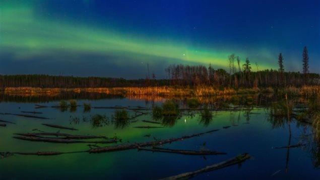 Des aurores boréales dans le ciel de Fort McMurray. Photo : Graham Whatmough/Where The Highway Ends