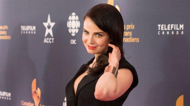 La actriz canadiense Mia Kirshner también criticó la forma en que los sindicatos de artistas como ACTRA en Canadá y el Gremio de Actores de Cine (Screen Actors Guild) en Estados Unidos han manejado el tema del abuso sexual.