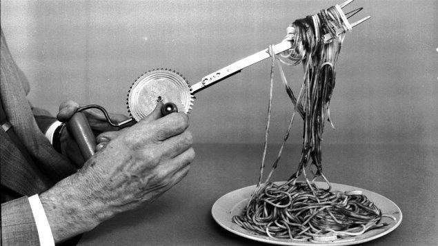 Une invention canadienne du début des années 1960 qui devait servir à avaler ses pâtes italiennes.