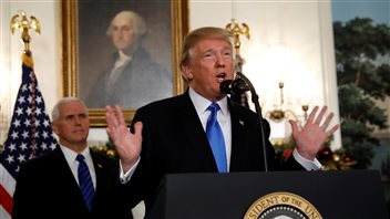 225/5000 Le président américain Donald Trump annonce que les États-Unis reconnaissent Jérusalem comme la capitale d'Israël et y emménageront leur ambassade, lors d'une allocution de la Maison Blanche à Washington, États-Unis, le 6 décembre 2017.