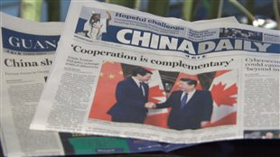 La une du quotidien China Daily présente le premier ministre Trudeau en visite en Chine. Photo : Radio-Canada/Louis Blouin