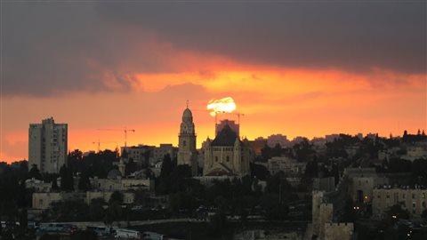 La vieille ville de Jérusalem, où l'on trouve la majorité des lieux saints de la ville. Photo : Reuters/Ammar Awad