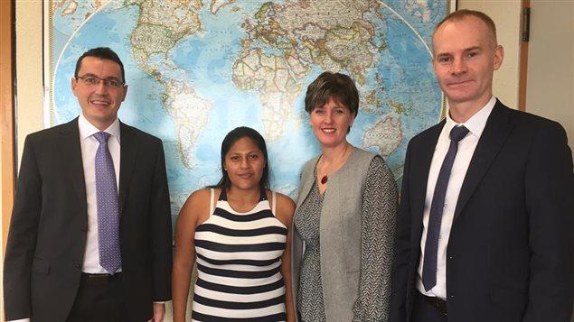 De izquierda a derecha: Jerôme Bobin, Director de Handicap Internacional Canadá; Aidé Rocío Arias, víctima de una mina antipersonal; Marie-Claude Bibeau, Ministra canadiense de Desarrollo Internacional y Grégory Le Blanc, Director de Programa de Handicap Internacional en Colombia.