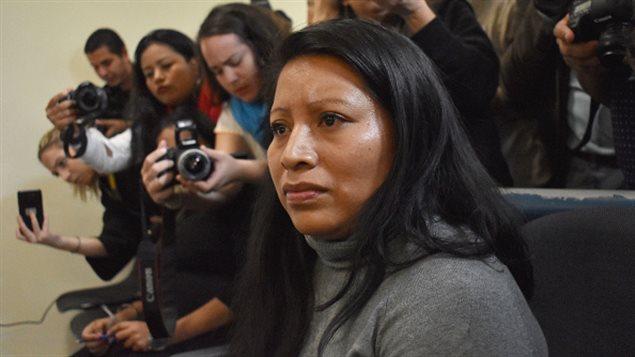 Teodora del Carmen Vásquez asiste a una audiencia en el Centro Judicial Isidro Menéndez, para revisar su sentencia de 2008, dictada bajo leyes draconianas antiaborto luego de sufrir un aborto espontáneo, en San Salvador el 13 de diciembre de 2017.