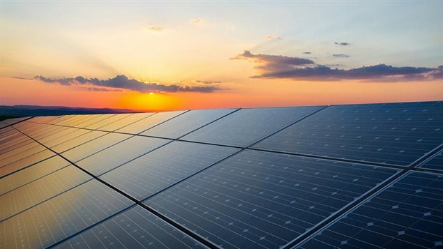 Le Chili a tellement investi sur l'énergie solaire que l'électricité est devenue gratuite ! Une situation inattendue qui ravit les habitants mais qui ici pourrait déplaire à Hydro-Québec