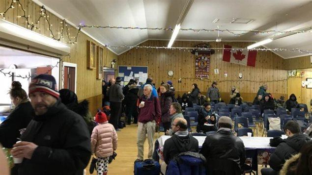 La comunidad de Spy Hill, Saskatchewan, alimentó a cerca de cien pasajeros de Via Rail que se quedaron varados el día de Navidad debido a que su tren sufrió un fallo mecánico debido al intenso frío del invierno canadiense.