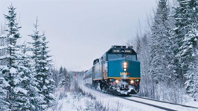 Un tren de la compañía ferroviaria canadiense Via Rail.