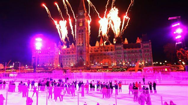 Ottawa célèbrant le Nouvel An dimanche soir dernier.