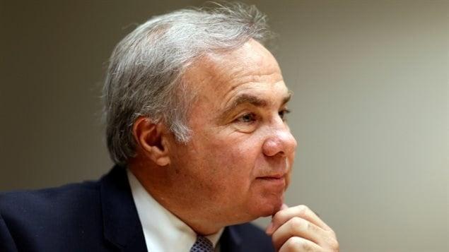 Joseph Papa, Director de la compañía farmacéutica Valeant con $ 83.1 millones de dólares.