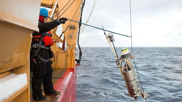 Scientists deploy a pump into the Arctic Ocean that can filter more than 1,000 liters of seawater over four hours. The instruments collect chemicals and particles from seawater as it is pumped through the device. Scientists measured seawater chemistry from the western Arctic Ocean to the North Pole.