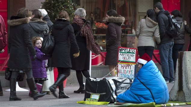 Hay quienes sostienen que la solución no pasa por agregar más albergues, sino por implementar políticas para evitar que haya quienes queden en la calle.
