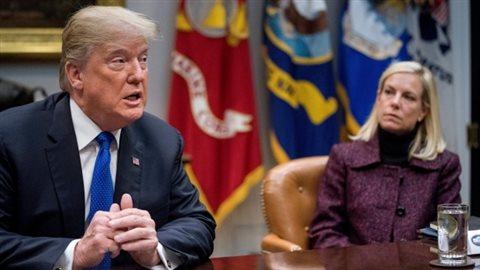 Donald Trump, accompagné par le secrétaire de la sécurité intérieure Kirstjen Nielsen (Andrew Harnik/Associated Press)