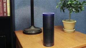 L'enceinte Echo d'Amazon, qui abrite l'assistant à commande vocale « Alexa » Photo : AP / Mark Lennihan
