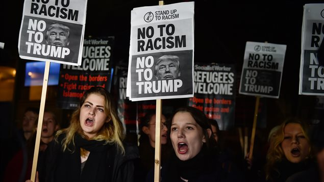 Las protestas ante la embajada estadounidense en Londres son frecuentes.