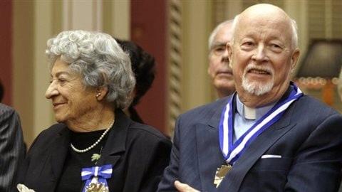 Emmet Johns, en 2003, lors d'une cérémonie où il a été décoré grand officier de l'Ordre national du Québec Photo : La Presse canadienne / Jacques Boissinot