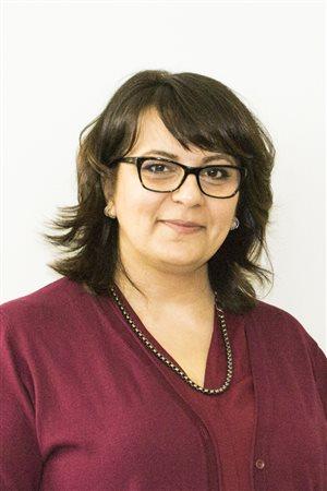 زينا الحمدان مديرة البرامج في مركز الحالية العربيّة في تورونتو