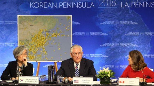 Kang Kyung-wha, ministre des affaires étrangères de la Corée du Sud, le secrétaire d'État américain, Rex Tillerson, et la ministre canadienne des Affaires étrangères, Chrystia Freeland.PHOTO REUTERS