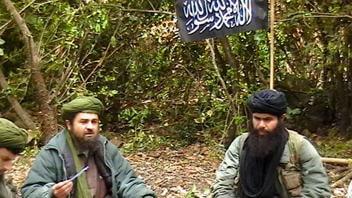 Le chef d'Al-Qaïda au Maghreb (à droite)