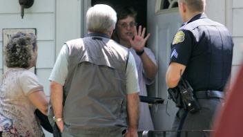 Des policiers se sont rendus à la résidence de M. Ivins.
