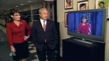 Sarah Palin regarde Tina Fey l'imiter.