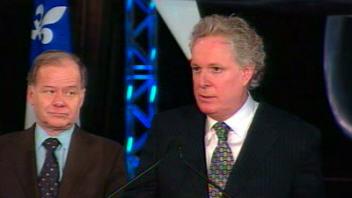 Le premier ministre Jean Charest en compagnie du ministre Raymond Bachand