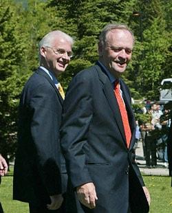 MM. Fowler et Chrétien au sommet de Kananaskis en juin 2002.