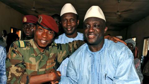 Le capitaine Moussa Dadis Camara, le chef des putschistes, avec le ministre de la Défense Almamy Kebele Camara et le premier ministre Ahmed Tidiane Souare.