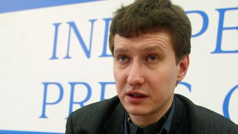L'avocat Stanislav Markelov lors d'une conférence de presse à Moscou en février 2005